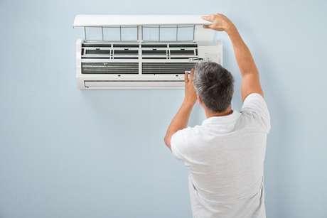 Fazer a manutenção e a limpeza do ar-condicionado garante que ele tenha uma vida útil mais longa