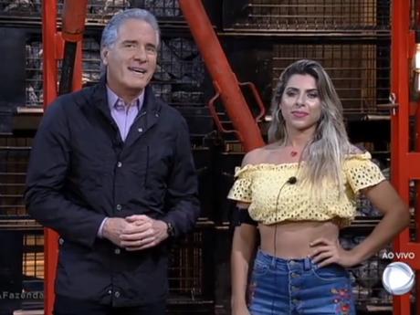 "Eliminada de ""A Fazenda"", Ana Paula xinga participantes: ""Grandes falsos"""