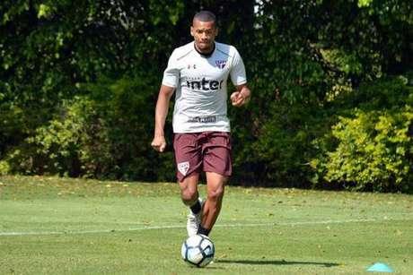 O lateral-esquerdo Edimar está emprestado pelo Cruzeiro até dezembro (Érico Leonan/saopaulofc.net)