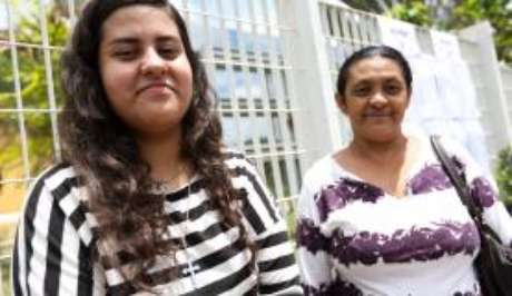 Maria de Lurdes Barbosa aguardará a filha, Manuela Raíssa terminar a prova do Enem 2017