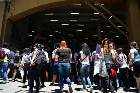 Abertura dos portões na Faculdade UNINOVE, na Barra Funda em São Paulo (SP)