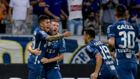 Jogadores do Cruzeiro comemoram a vitória sobre o Fluminense (Foto: Washington Alves/Light Press/Cruzeiro)