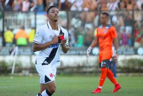 Sidão ao fundo, na comemoração do gol de Caio Monteiro (Foto: Paulo Fernandes/Vasco.com.br)