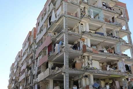 Prédio danificado é visto após terremoto em província de Kermanshah, no Irã REUTERS/Agência de notícias Tasnim