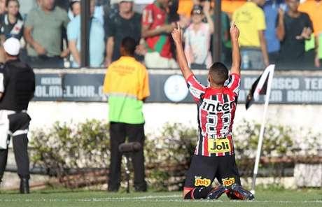 Meia-atacante fez o gol são-paulino na partida desse domingo, em São Januário (Rubens Chiri/saopaulofc.net)