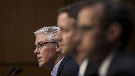 Representantes de Facebook, Google e Twitter em audiência no Congresso dos EUA a respeito da difusão de notícias falsas na eleição americana