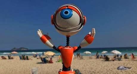 Robozinho que é mascote do 'Big Brother' sabatina quem deseja aparecer na tela da Globo.
