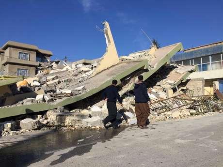 Danos causados pelo terremoto em construção no Iraque