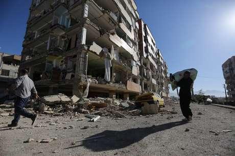 Prédio no Irã foi destruído pelo terremoto deste domingo no Irã