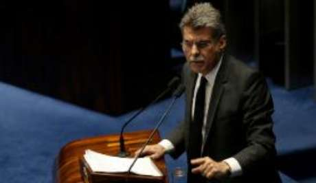 Senador Romero Jucá disse, pelo Twitter, que o presidente Michel Temer trocará 17 ministros