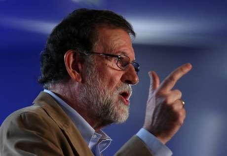 Primeiro-ministro espanhol, Mariano Rajoy, fala durante reunião do Partido Popular em Barcelona 12/11/2017 REUTERS/Albert Gea