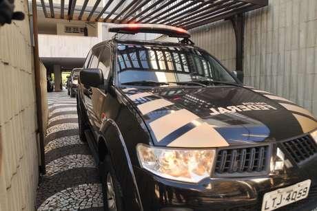 Agentes da Polícia Federal durante operação Cadeia Velha