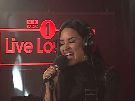"""Demi Lovato arrasa em cover de """"Too Good at Goodbyes"""", de Sam Smith!"""