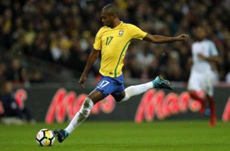 Fernandinho entrou no segundo tempo (Foto: Adrian Dennis / AFP)