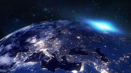 Para girar sobre seu próprio eixo, a Terra leva exatamente 23 horas, 56 minutos e 4,1 segundos.