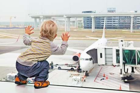 Dá sim para a garotada curtir muito o trajeto de avião!