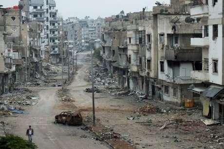 Após vários anos de guerra, a cidade de Homs, na Síria, ficou devastada