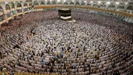 Milhões de muçulmanos se reúnem todo ano na Arábia Saudita para a peregrinação a Meca