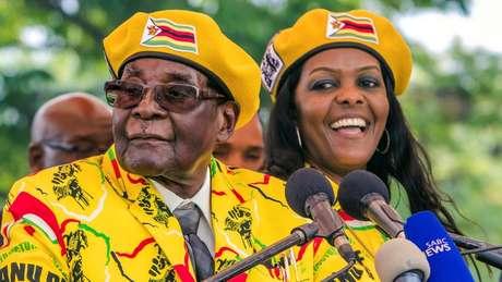 O presidente Robert Mugabe e a mulher, Grace Mugabe