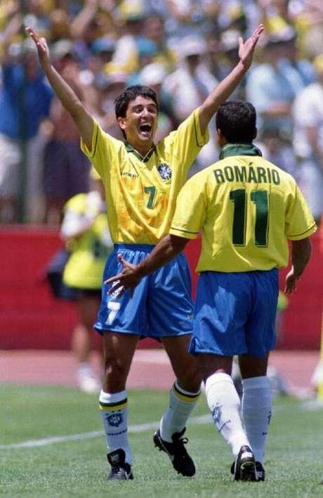 Bebeto e Romário durante Copa do Mundo de 1994, nos Estados Unidos 20/06/1994 REUTERS/Jeff Vinnick