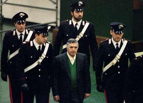 Morre o ex-poderoso chefão da máfia siciliana Toto Riina