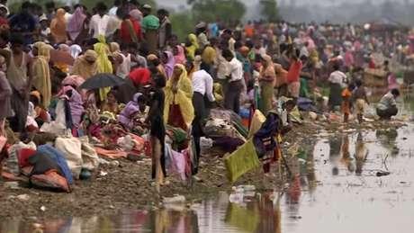 Rohingyas expulsos de suas casas em Mianmar