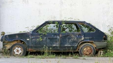 Carro abandonado
