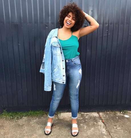 No blog, ela fala não só de beleza, mas de resistência, empoderamento negro e, claro, como cuidar da pele e dos cachos