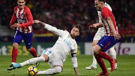 Sergio Ramos se machucou contra o Atlético (Foto: AFP/PIERRE-PHILIPPE MARCOU)