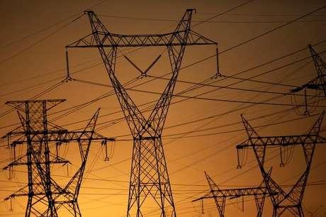 Pilares de linhas de energia elétrica de alta tensão