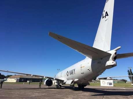 Avião P-8A Poseidon da Marinha dos Estados Unidos é visto antes de decolar para participar da busca do submarino desaparecido ARA San Juan, em Bahia Blanca, na Argentina  22/11/2017 REUTERS/Magali Cervantes