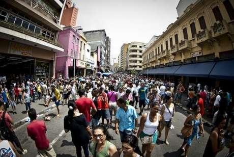 No Brasil, no ano passado, a população residente foi estimada em 205,5 milhões de pessoas. Em 2012, eram 198,7 milhões, uma variação de 3,4% -