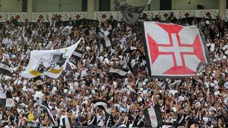 Vasco passa sufoco, mas vence e sonha com vaga na Libertadores