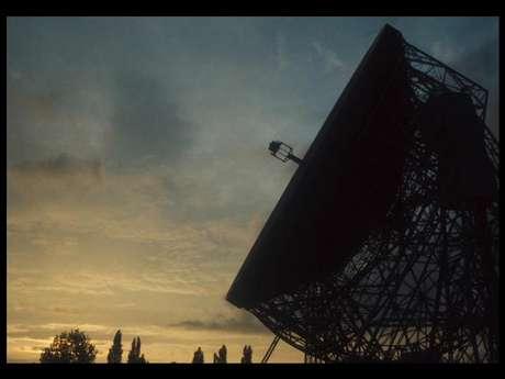 Um radiotelescópio, do tipo que será usado para coletar informações sobre o Phaeton