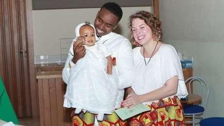 Astrid é francesa e Mike, do Quênia e de Ruanda; eles estão juntos há 10 anos | Foto: Arquivo Pessoal