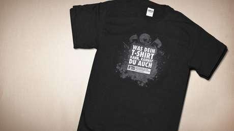 Exit Deutschland já distribuiu, em eventos neonazistas, camisas pretas cujas mensagens de ódio desaparecem quando lavadas | Foto: Divulgação