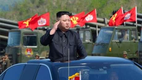 Kim Jong-un declarou que os mísseis não representariam qualquer ameaça enquanto os interesses de seu país não fossem violados