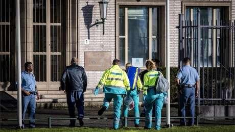 Após o incidente, equipes de emergência foram chamados, e a sessão foi suspensa