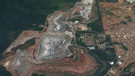 Vista de satélite da mina de amianto de Minaçu, Goiás, a única em operação no Brasil e uma das maiores do mundo | Foto: Google Earth/2017 CNES Airbus
