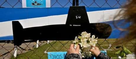 Familiares dos 44 tripulantes aguardavam notícias em base da Marinha argentina em Mar del Plata