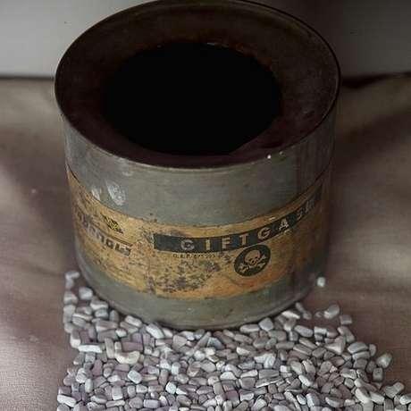 Gás letal Zyklon B era usado nas câmaras da morte em Auschwitz