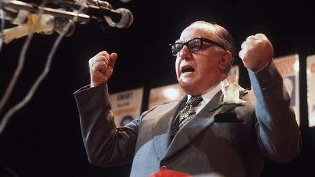 John Vorster, ex-premiê sul-africano e defensor do apartheid, enxergou uma oportunidade em usar o transplante feito por Barnard como propaganda para o governo