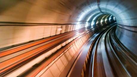 Trens comprimiam ar dentro do túnel de tal forma que provocavam explosão sonora ao sair