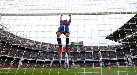 Umtiti lesionado, paragem de oito semanas — Barcelona