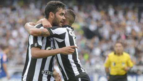 eddf7f75af Botafogo só empatou com o Cruzeiro e está fora da Libertadores. Veja  imagens do jogo