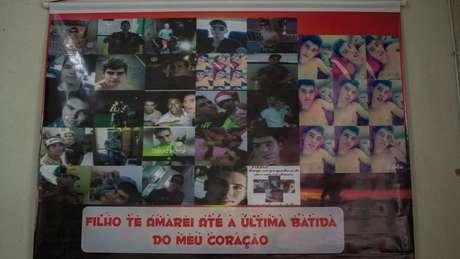Homenagem que Patrícia Gusmão fez ao filho Maik Joilson, assassinado durante uma festa em 2016 (Foto: Emanoele Daiane/BBC Brasil)