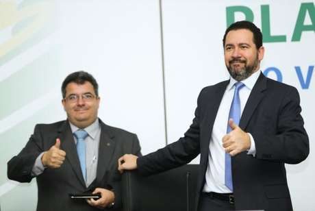 O secretário de Coordenação e Governança das Empresas Estatais, Fernando Antônio Ribeiro Soares. Ao lado, o ministro do Planejamento, Dyogo Oliveira