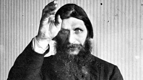 Místico Rasputin, que diziam ter poderes curativos, era confidente da imperatriz Alejandra