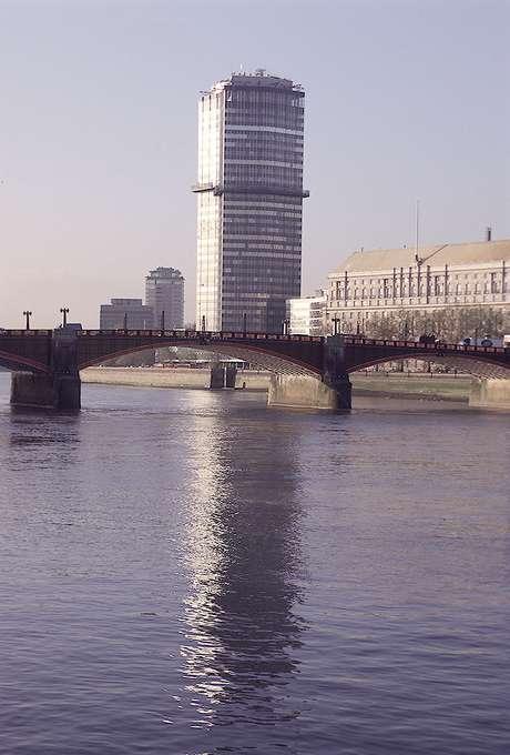 O rio Tâmisa, que corta a cidade de Londres