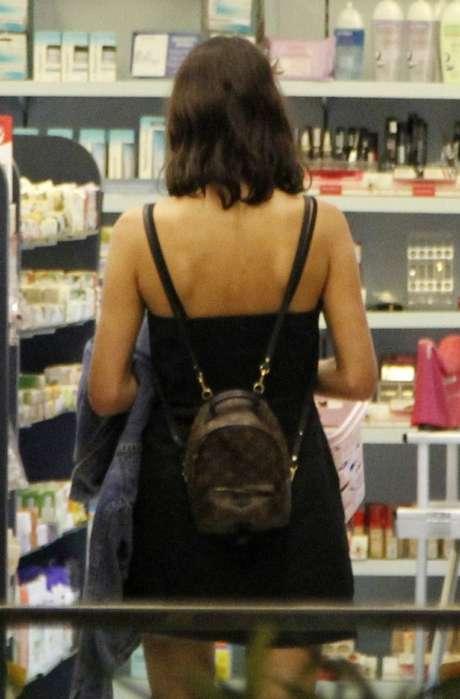 Bruna com a mochila Palm Springs da Louis Vuitton (Foto: Delson Silva/AgNews)